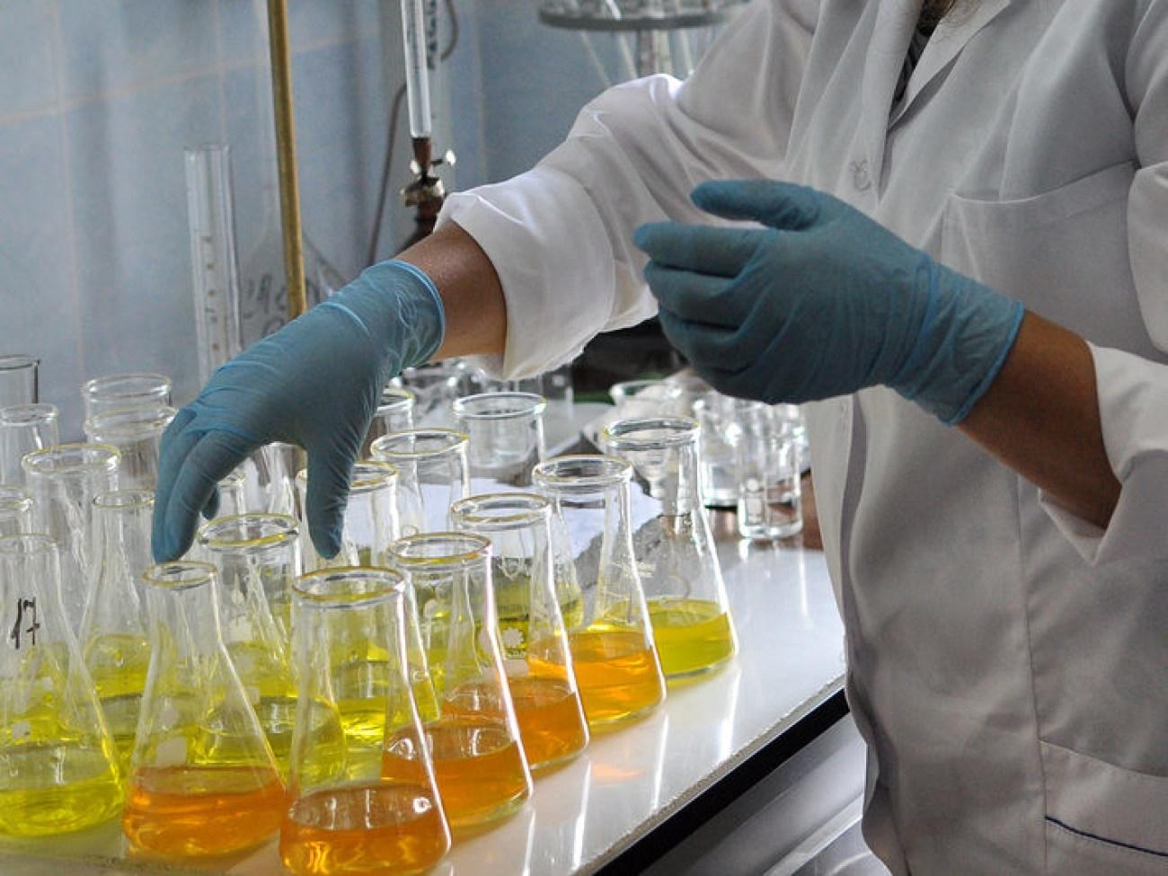 去除水质样品中的色度杂质